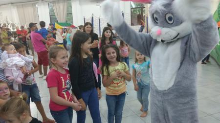 Programação de Páscoa reuniu mais de 300 crianças no Centro de Convivência