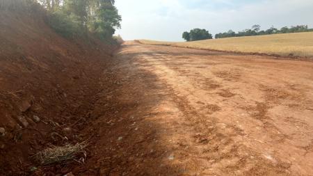 Segue trabalho de conserto e manutenção das estradas no interior do município