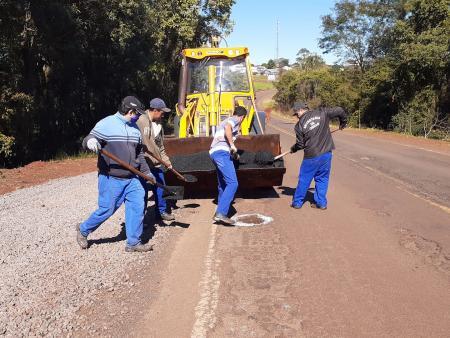 Prefeitura realiza tapa-buracos na ERS-522