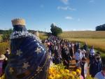 Caminhada com Nossa Senhora do Rosário reúne cerca de 300 fiéis